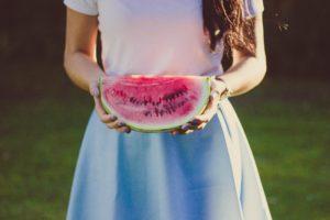 Mädchen mit Melone
